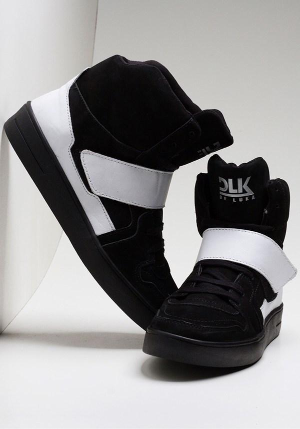 Sneaker preto com branco dlk