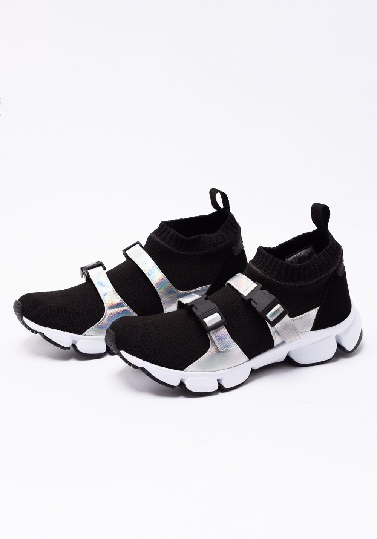 Sneaker preto e branco com brilho