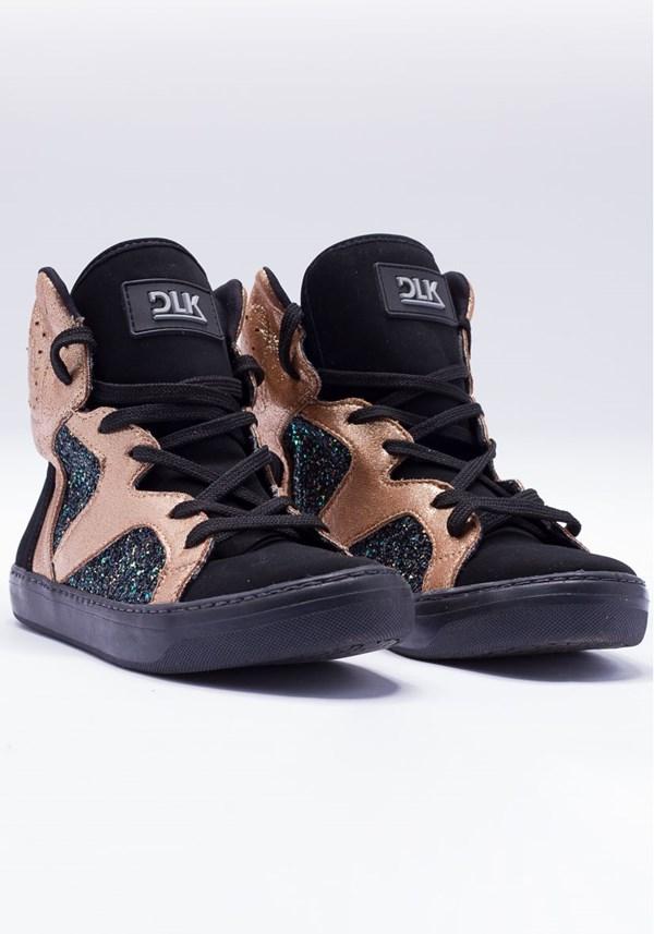 Sneaker preto e dourado com brilho