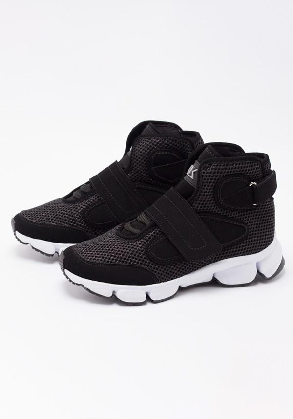 Sneaker space shine