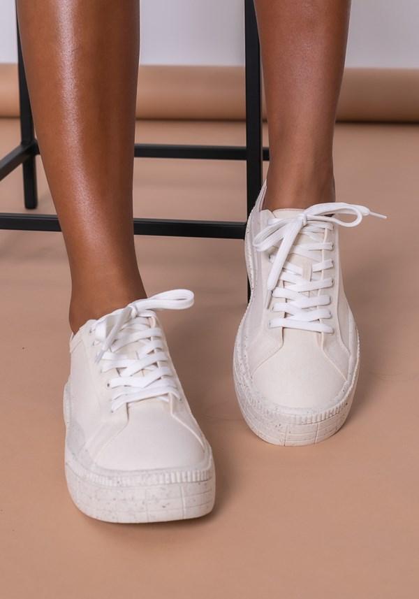 Tênis modelo plataforma shoes em lona e tela off white