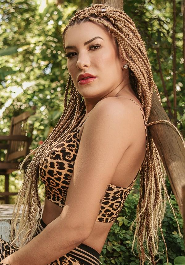Top com bojo wild vazado estampado leopardo