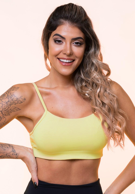 Top fitness amarelo com alças finas e bojo básico