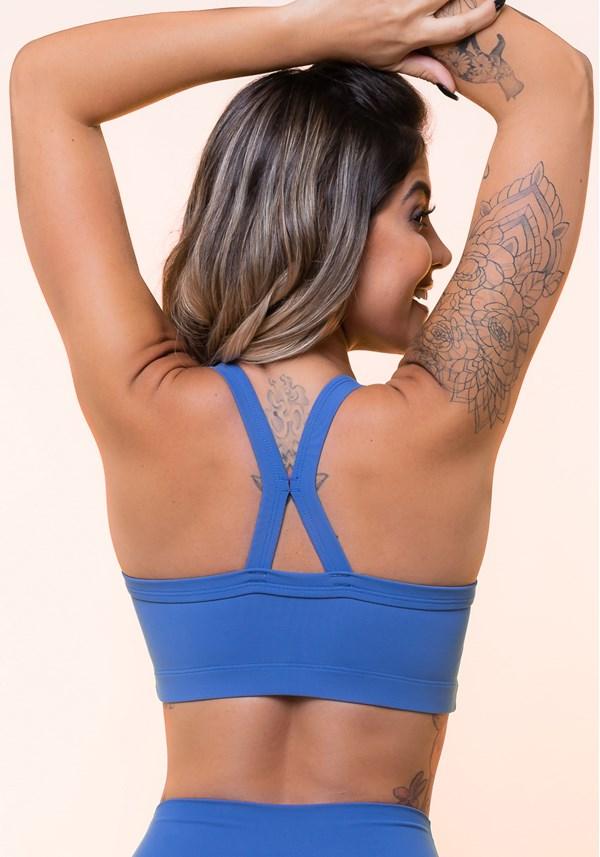 Top fitness azul com recorte básico