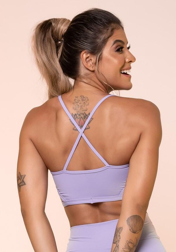 Top fitness lilás com recortes vazado