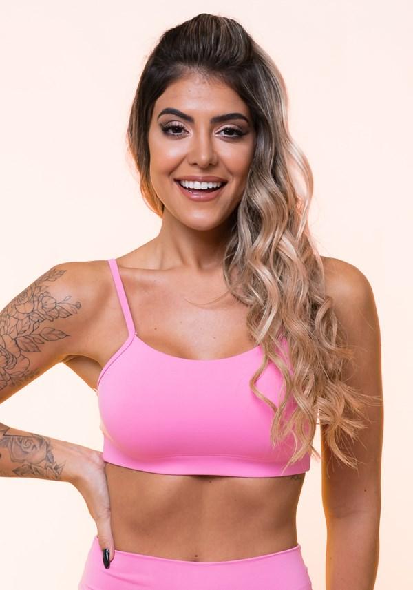 Top fitness rosa com alças finas e bojo básico